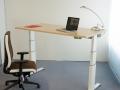 elektromotorisch höhenverstellbarer Tisch