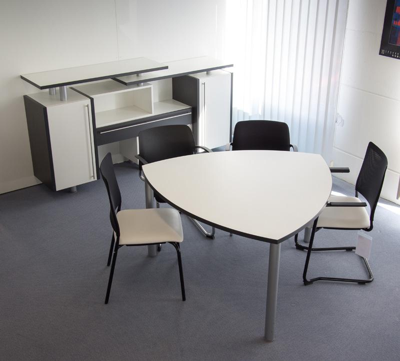Dreieck-Besprechungstisch für 6 Personen